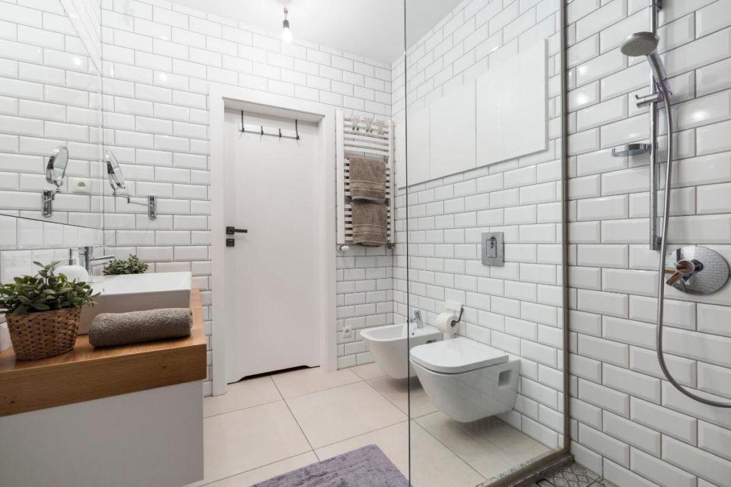 Bathroom-Reno-subway tiles - Toronto construction company TMDC Group